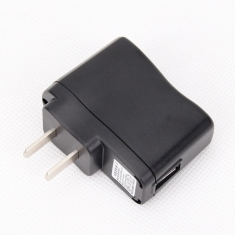 赔本促销5v 0.5A USB万能充电头IC保护变灯